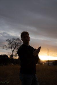 photo without balanced light, dark subject